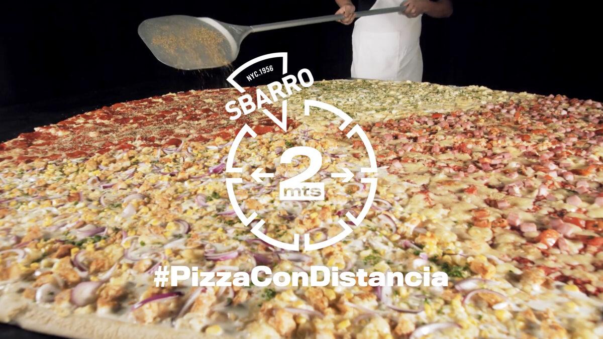 Prana y Sbarro crean pizza de 2 metros para celebrar el Día de la Amistad, respetando el distanciamiento social